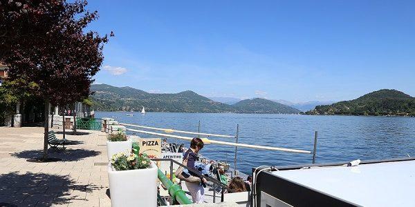 Vista sul lago Maggiore di Arona